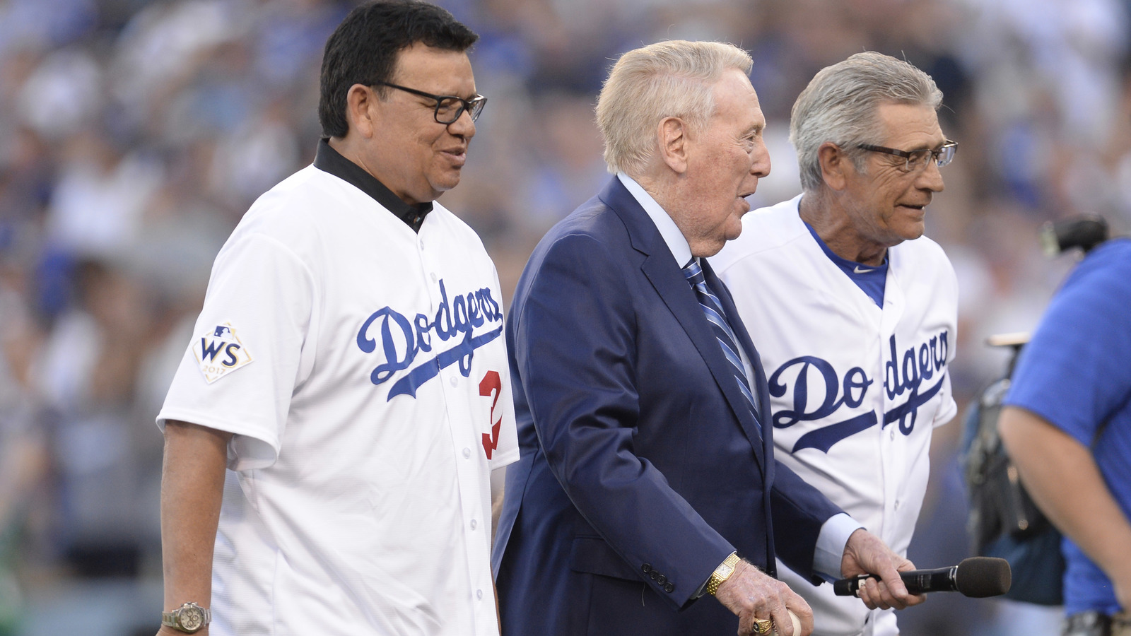 watch vin scully gets help perfectly throwing out first pitch