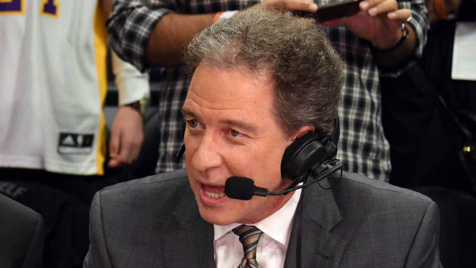 Watch: CBS announcer Kevin Harlan gives perfect call of Chiefs ...