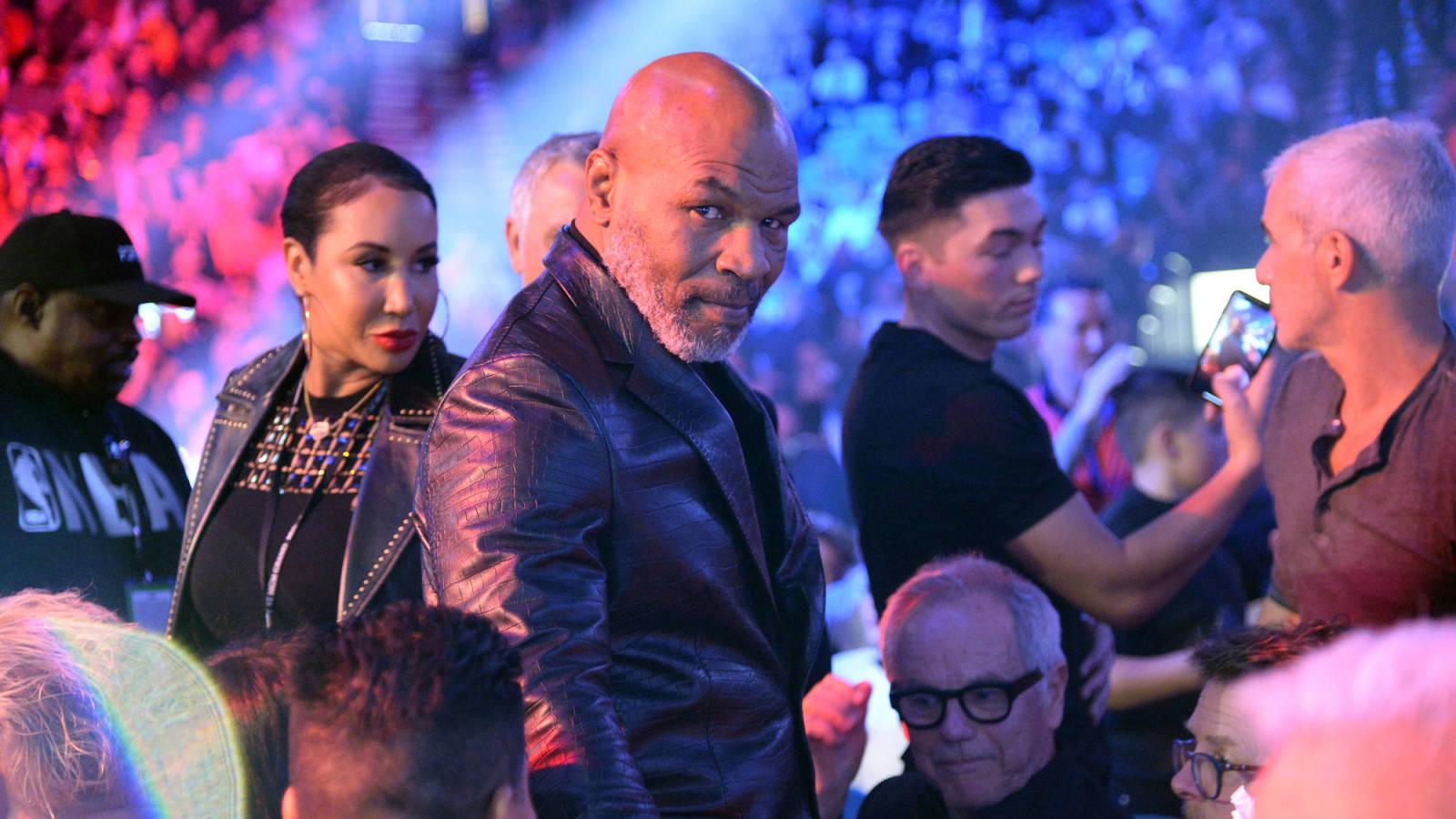 Mike Tyson-Roy Jones Jr. fight postponed to November