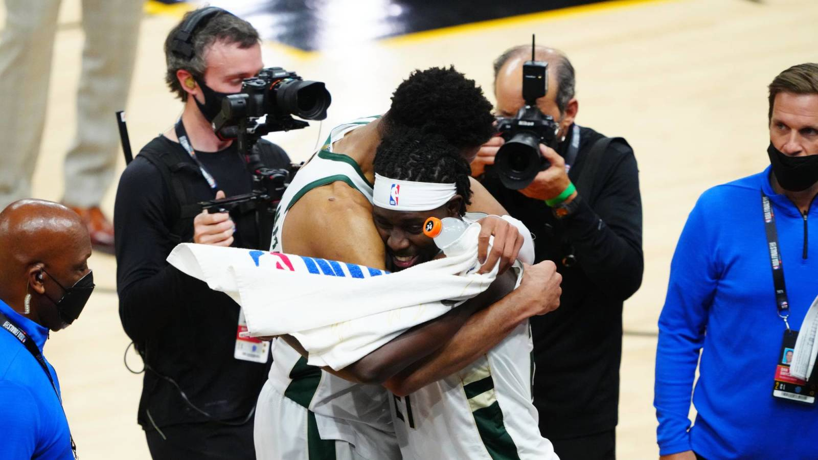 Jrue Holiday and Giannis team up in the game that secures Game 5