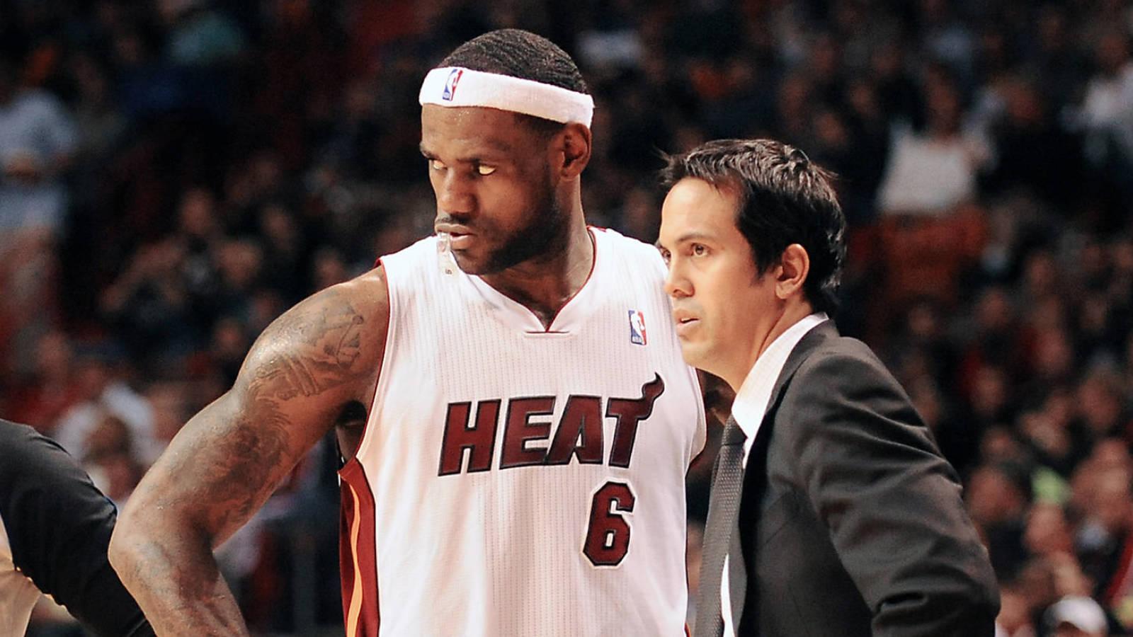 請尊重他!詹姆斯:總說斯波是靠韋德、Bosh和我才能贏,其實他是個很有能力的教練!-籃球圈