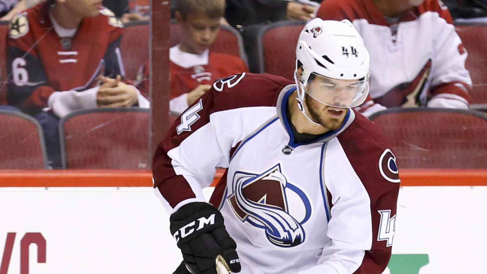 Carolina Hurricanes sign Eric Gelinas to one-year contract
