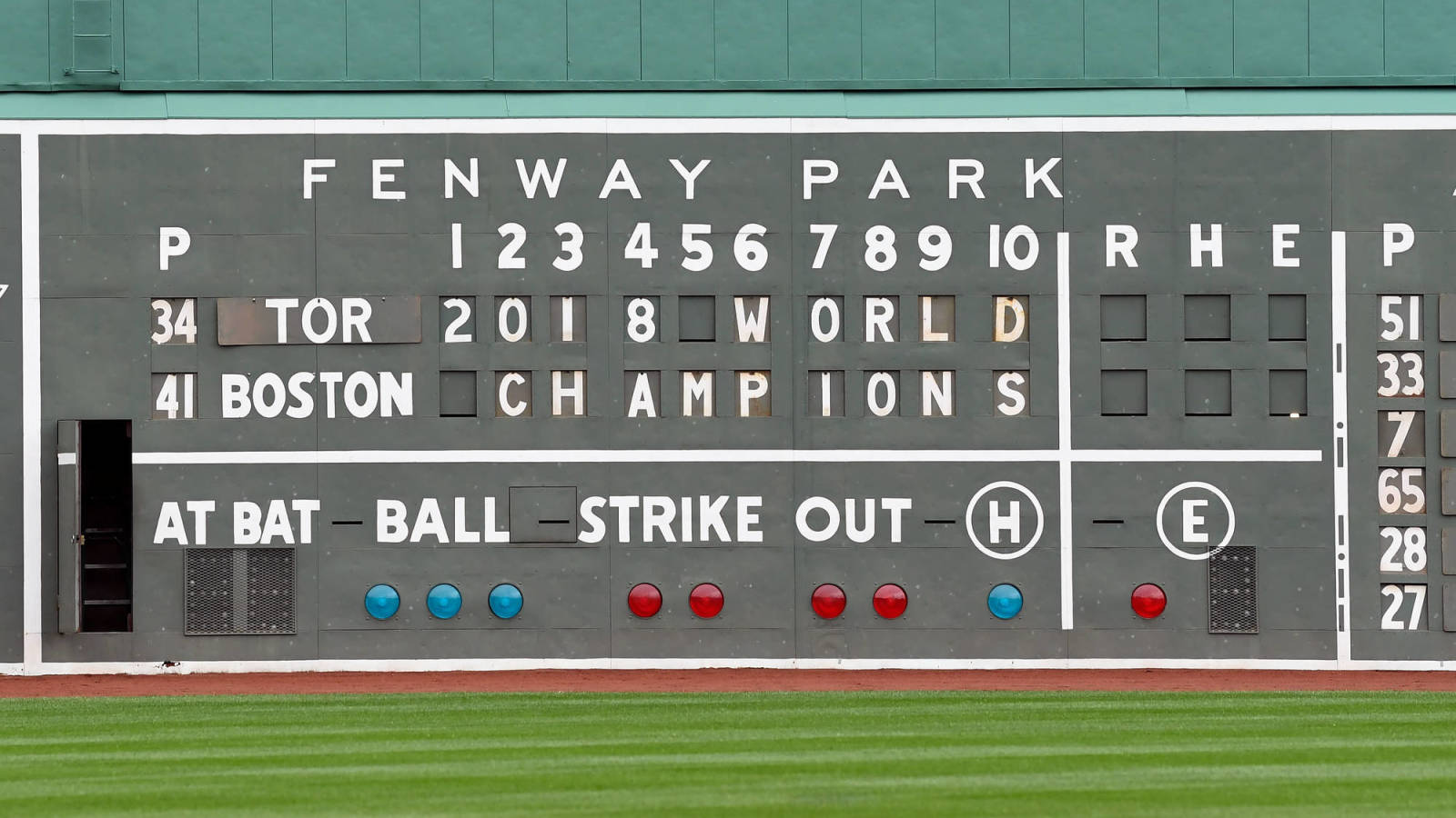 Red Sox post message on Fenway scoreboard, back protesters