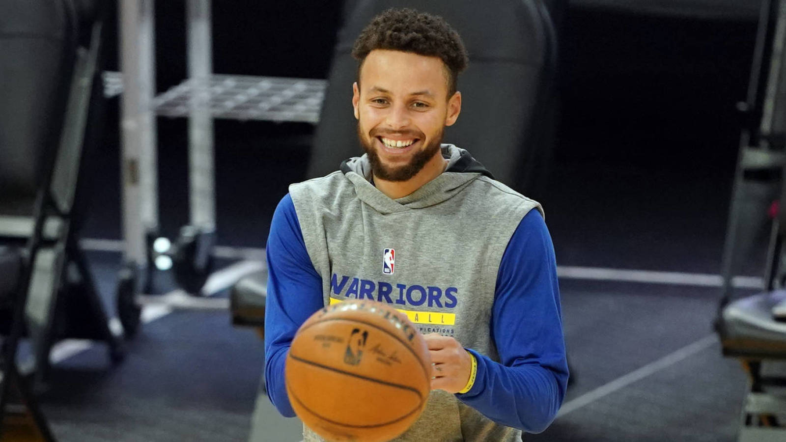 Warriors trying to run more triangle sets for Stephen Curry?