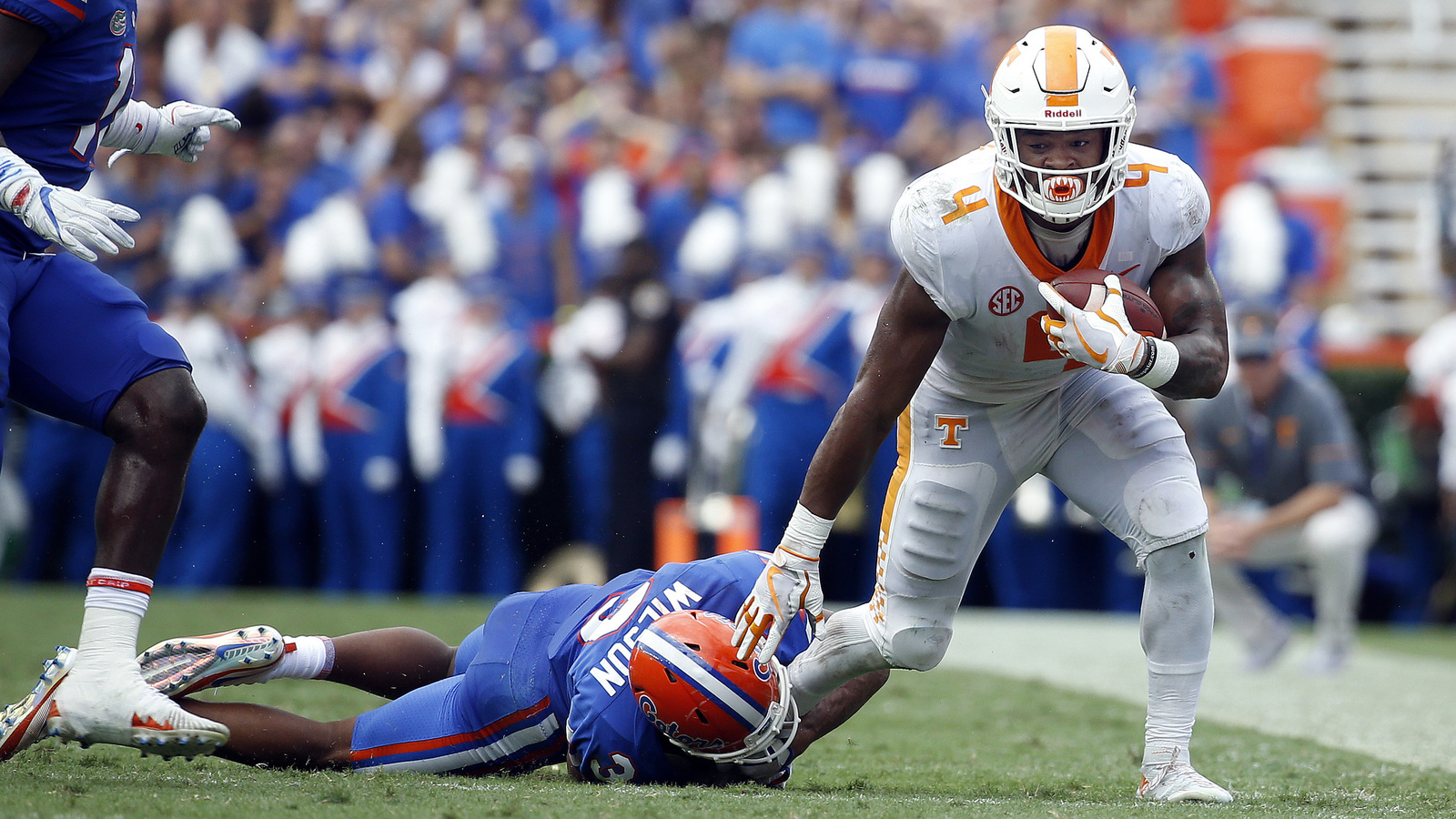 Tennessee RB John Kelly gets penalty for doing Gator Chomp ...