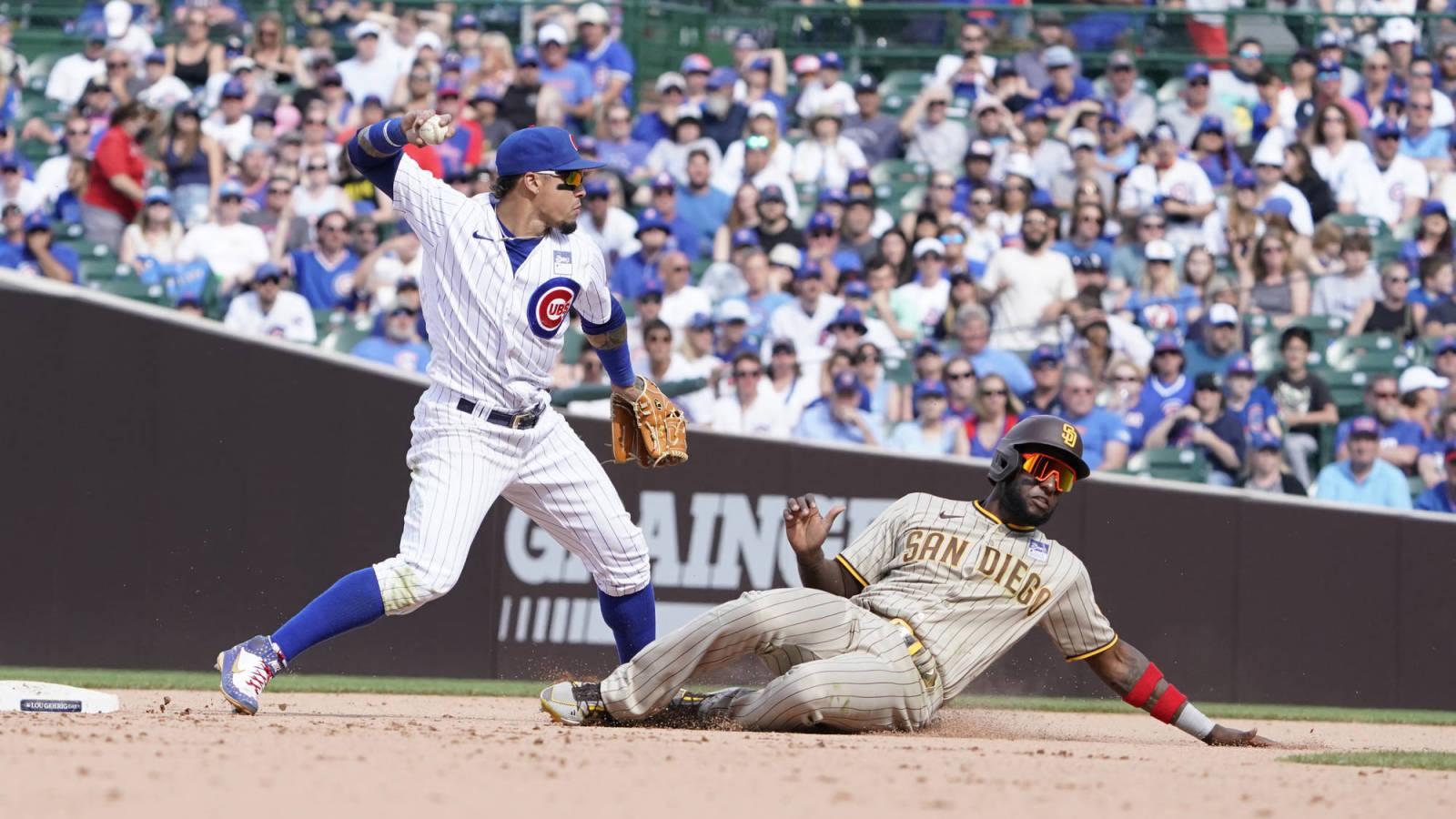 Fan runs on field during Padres-Cubs game | Yardbarker