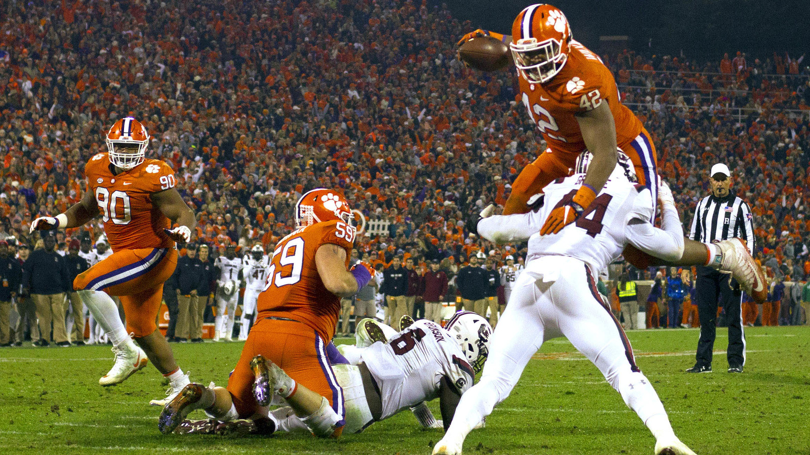 db1a4a0f1 Watch  Clemson s 315-pound DL Christian Wilkins scores on toss sweep ...