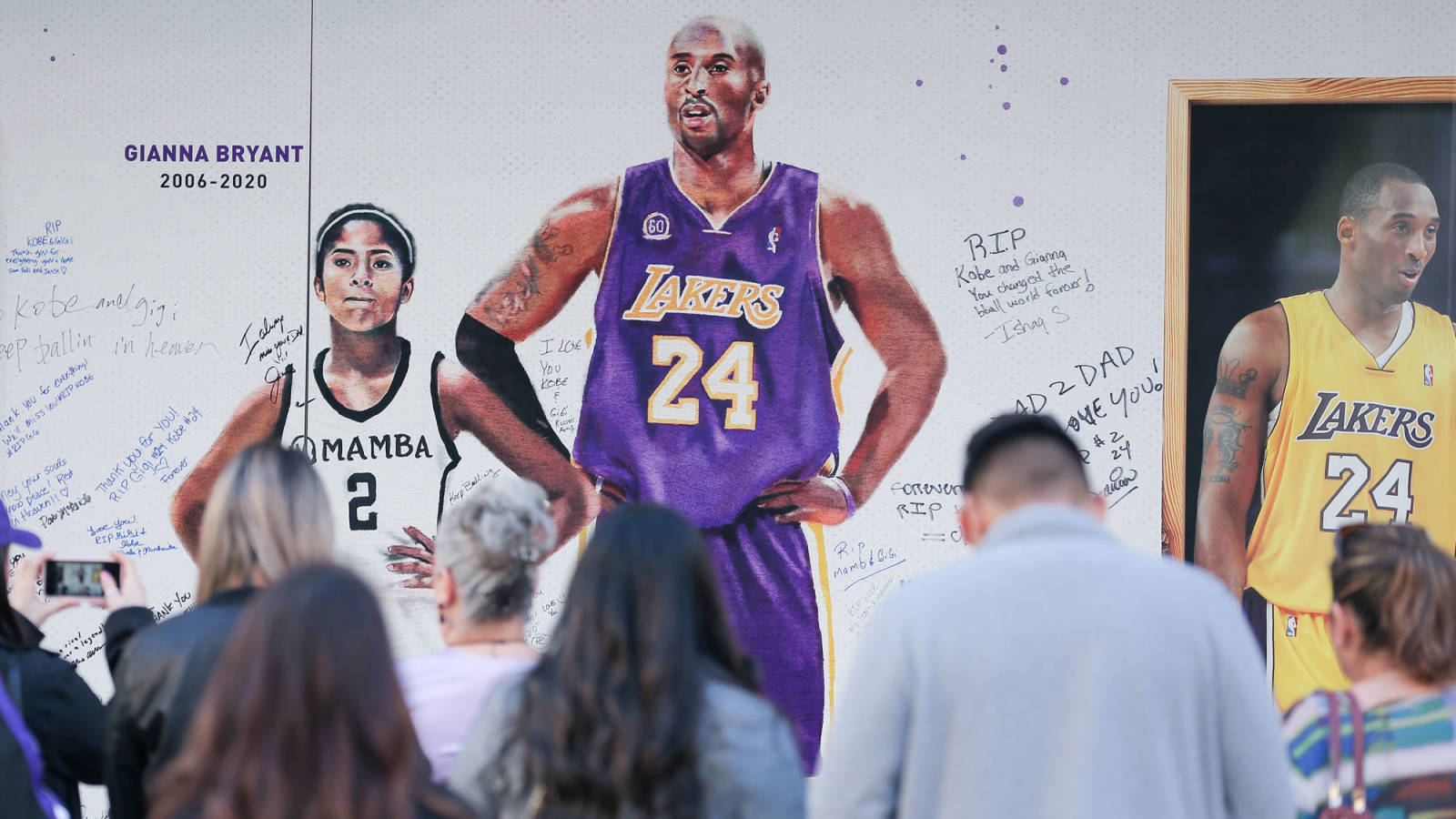 L.A. cops accused of sharing graphic images of Kobe Bryant crash site