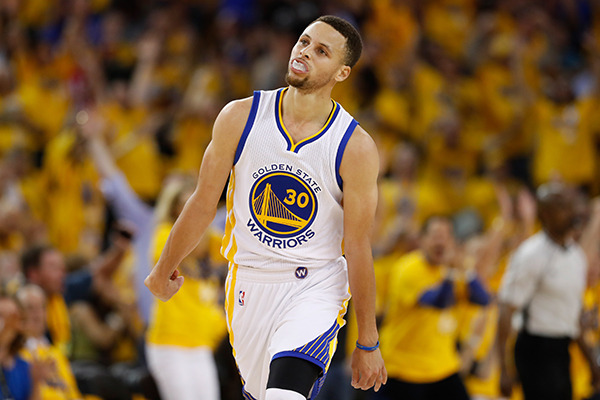 Steph curry hit a ridiculous buzzer beater to end the 1st half