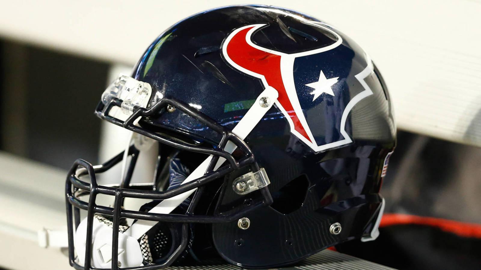 Texans cancel next week's mandatory minicamp