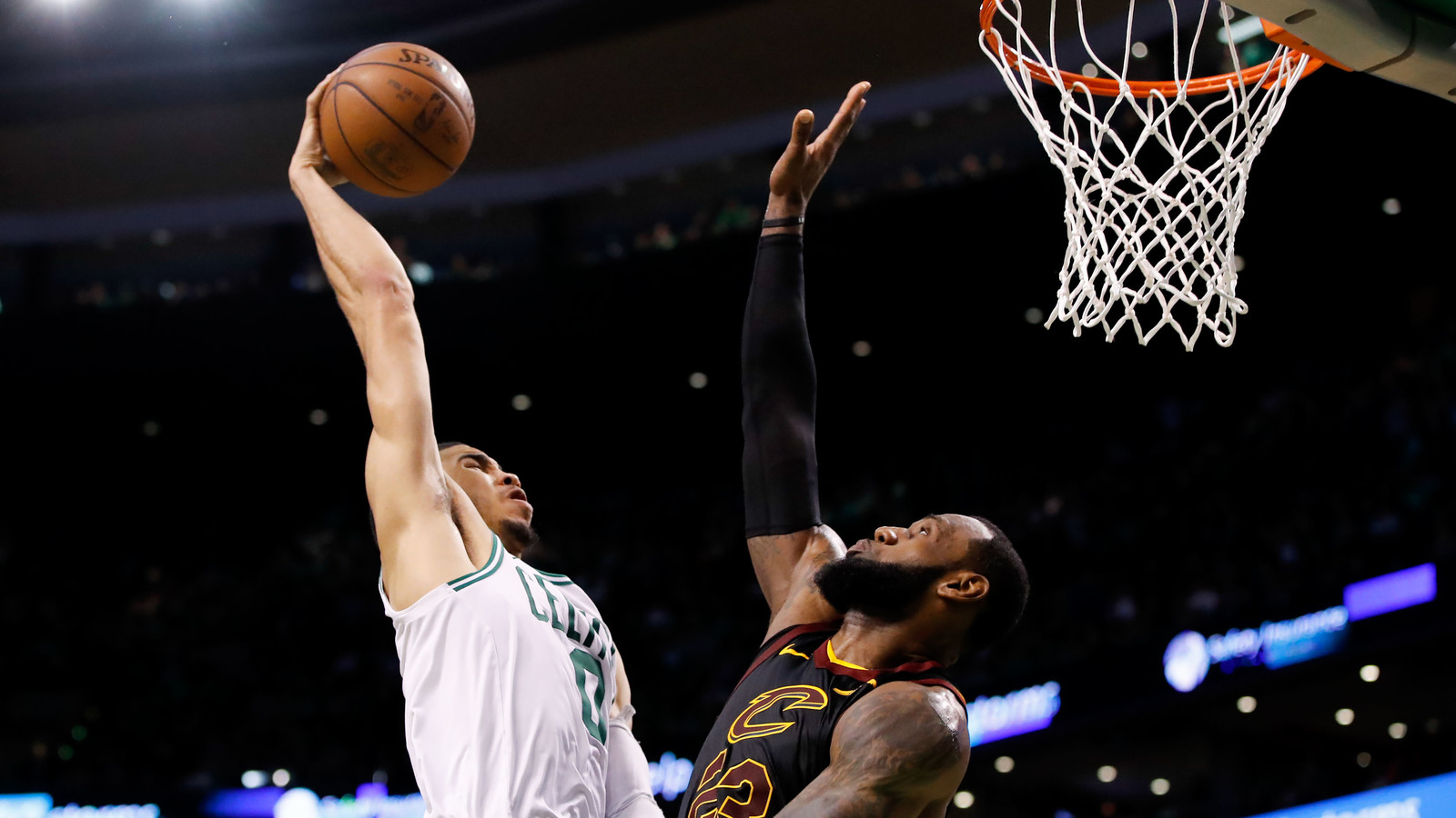 Watch: Jayson Tatum taunts LeBron after dunking on him | Yardbarker.com