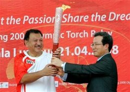 Olympic Council of Malaysia President Imran Jaafar, left, receives the Olympic torch from Chinese Ambassador to Malaysia Cheng Yonghua to start the Malaysian leg of the torch relay in Kuala Lumpur, Malaysia, Monday, April 21, 2008. (AP Photo/Vincent Thian)...