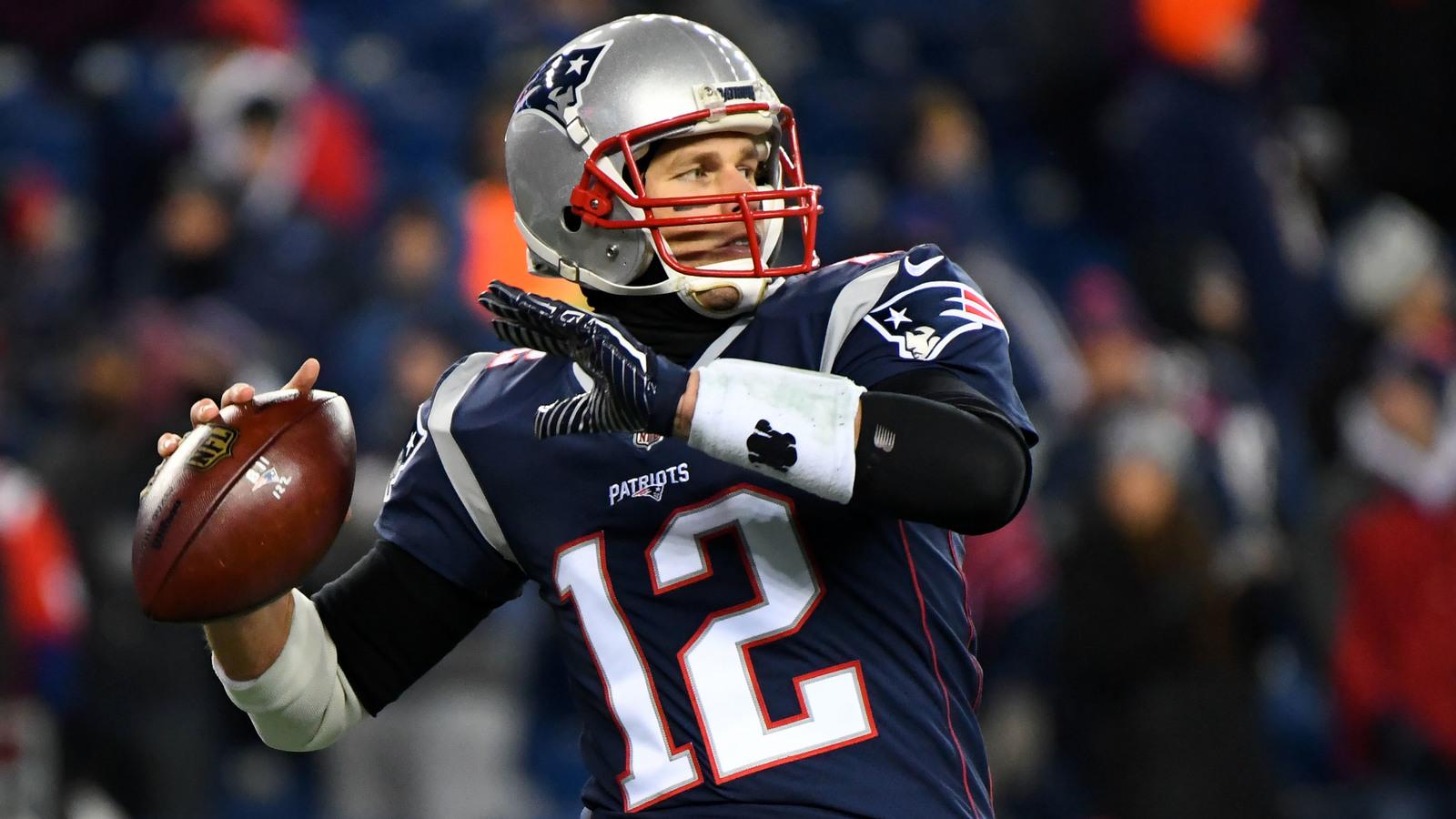 Latest On Tom Brady S Sunday Availability Yardbarker Com