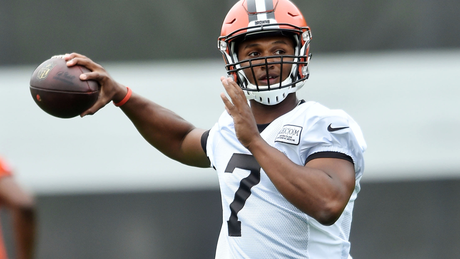 Browns eye Friday scrimmage for clues on who will start at QB