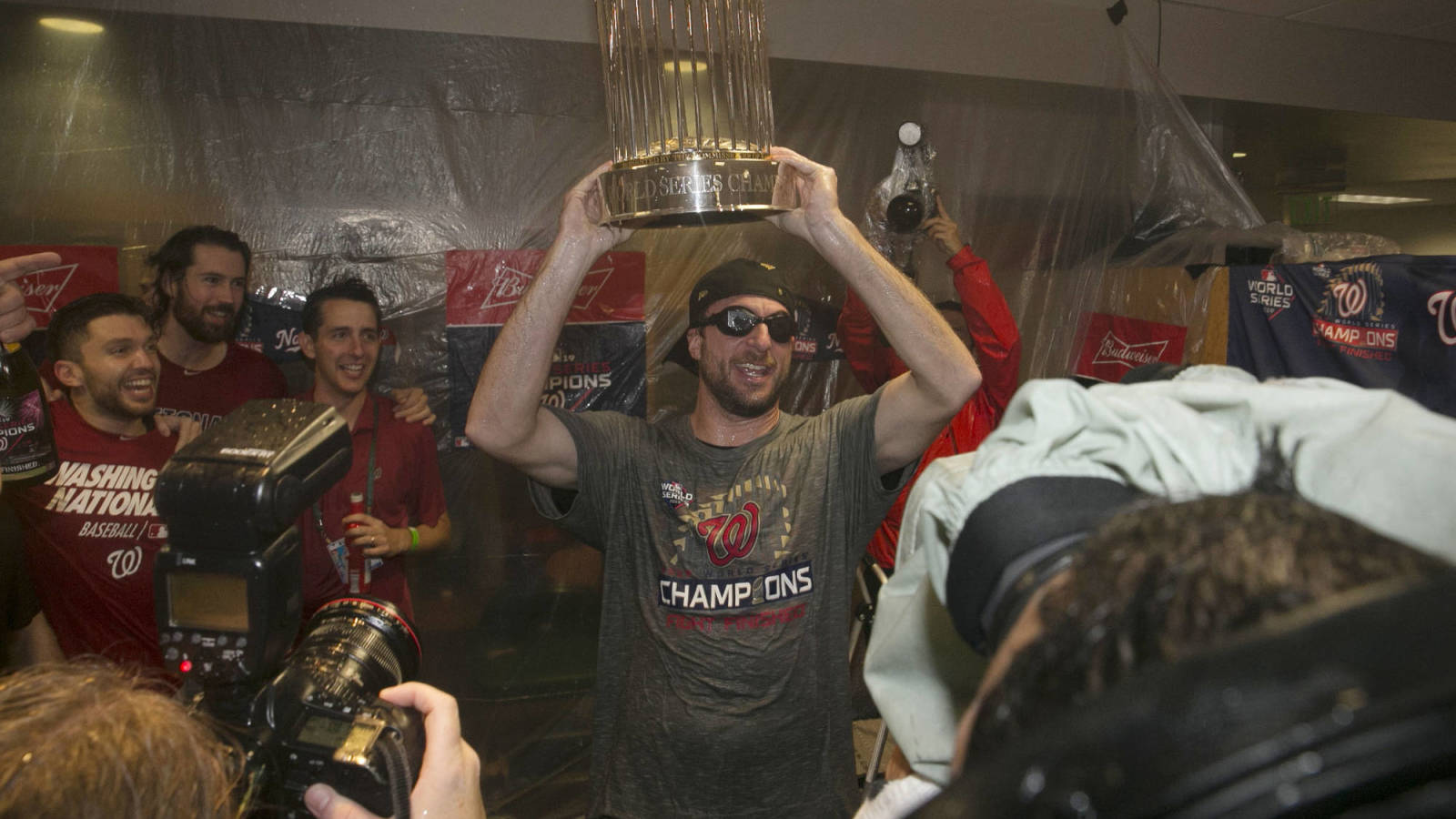 Mlb Banning Alcohol From Locker Room Celebrations This Season Yardbarker