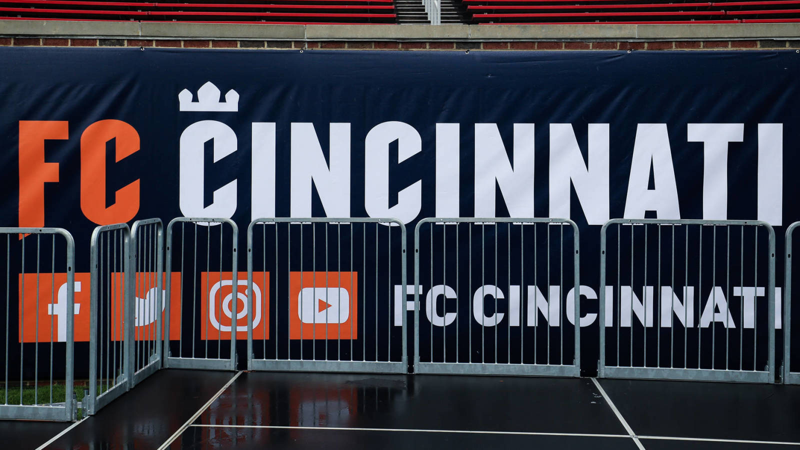 FC Cincinnati introduce manager Jaap Stam with wrong picture