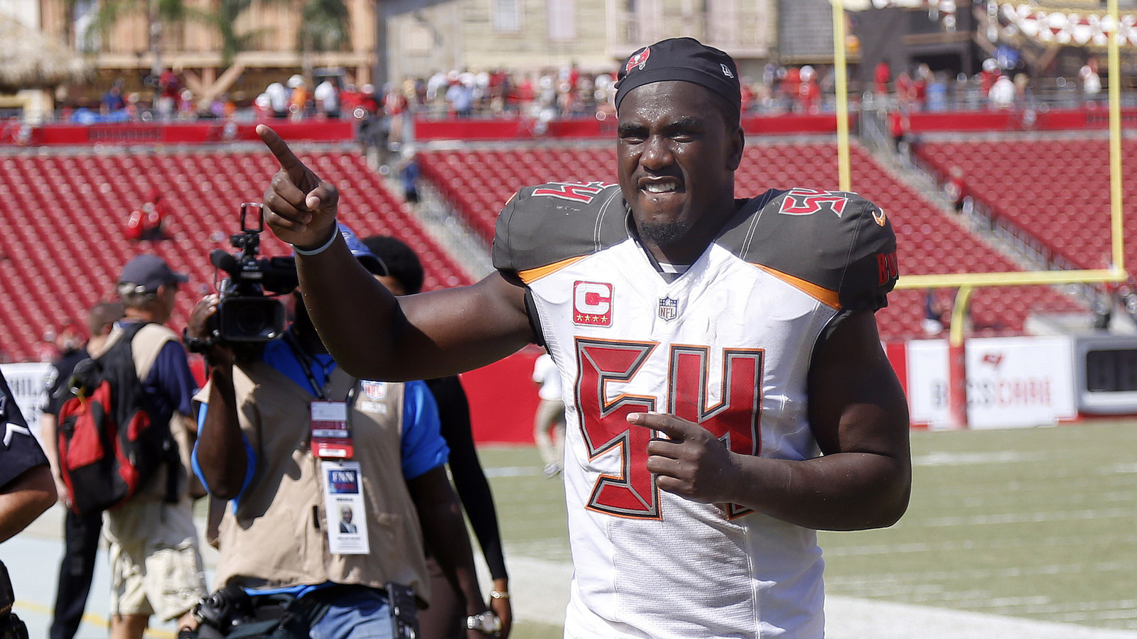 Report bucs lb lavonte david week to week with ankle for Bucs fishing report