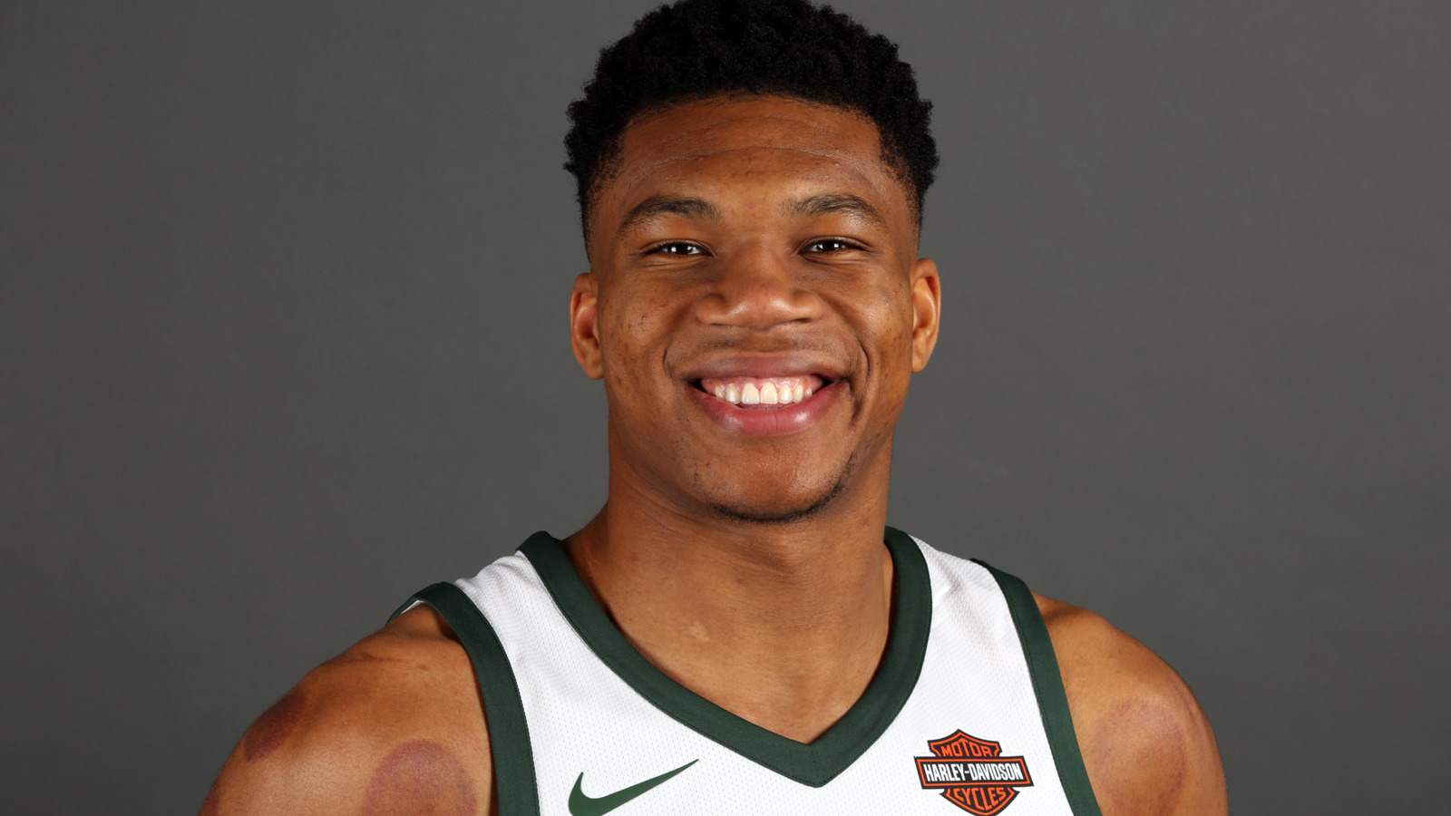Lightning De Tampa Bay >> Why this season is the one for Giannis Antetokounmpo | Yardbarker.com
