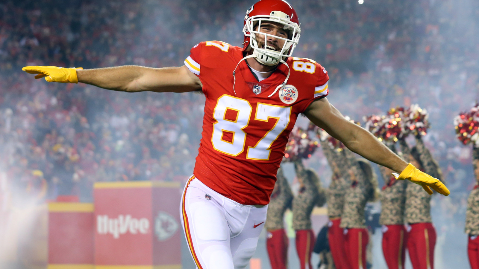 Travis Kelce busts out dance moves on funny TD celebration