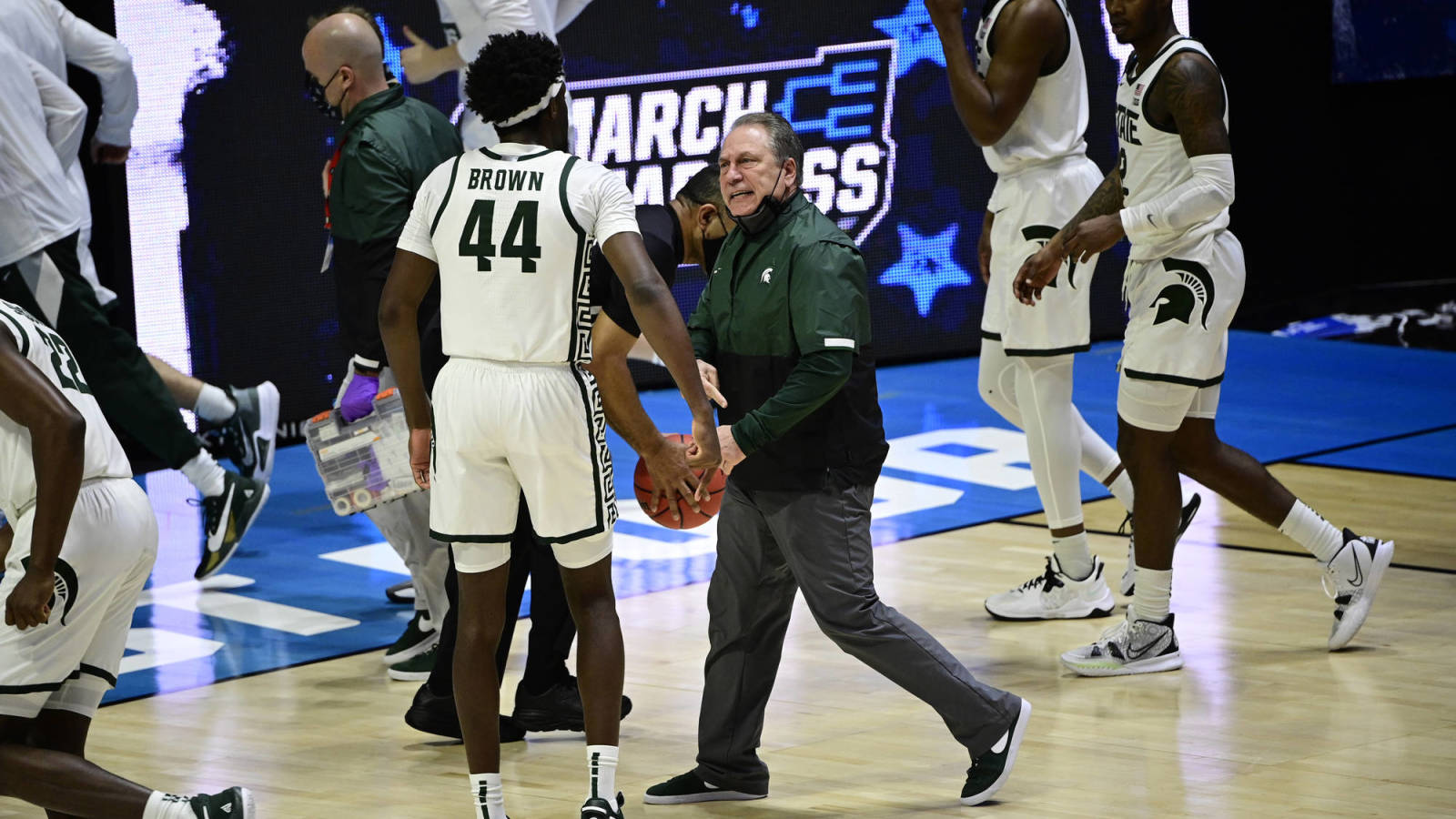 Michigan State's Tom Izzo, Gabe Brown get into heated exchange at halftime vs. UCLA
