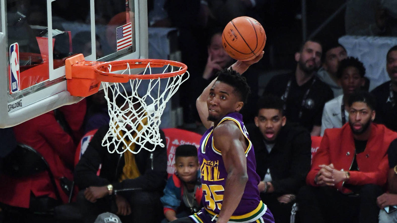 Donovan Mitchell leapt over Kevin Hart to win Dunk Contest ...