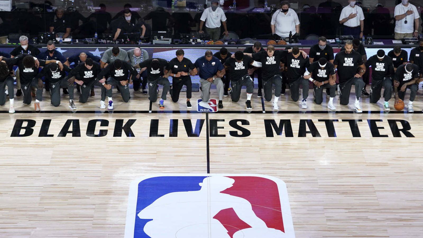 Pelicans Jazz Kneel During Anthem For Nba Resumption Yardbarker
