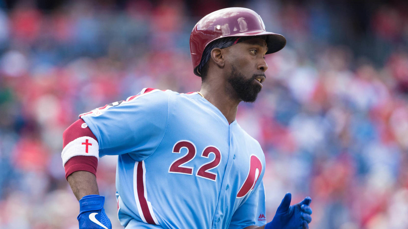 newest e8bb9 5572f Andrew McCutchen kills in Phillies' throwback jersey ...