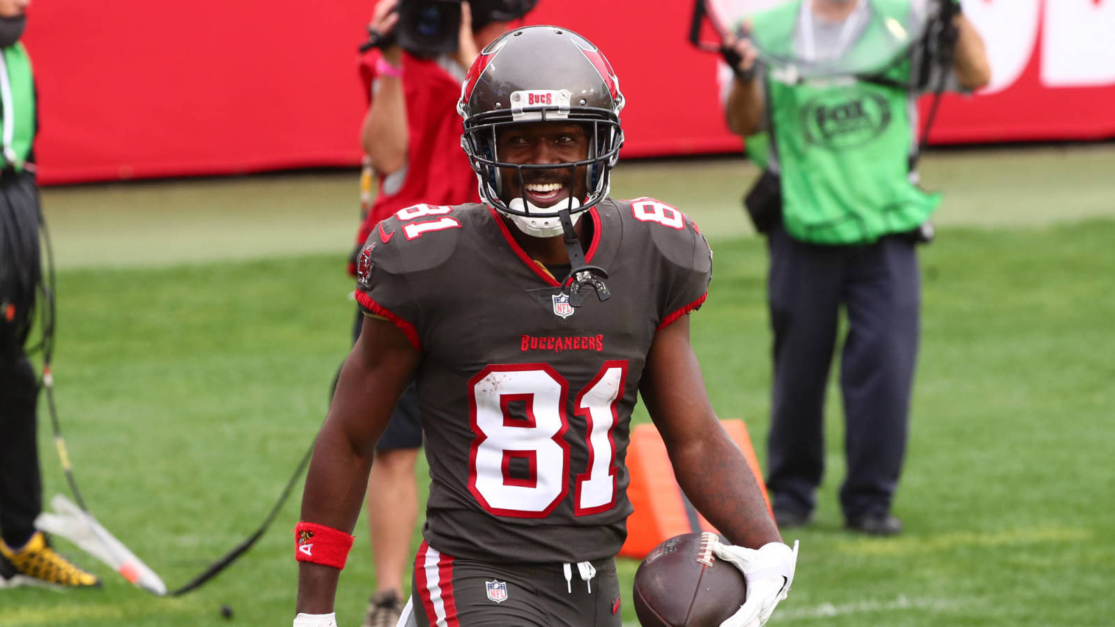 Report: Buccaneers WR Antonio Brown expected back for Super Bowl