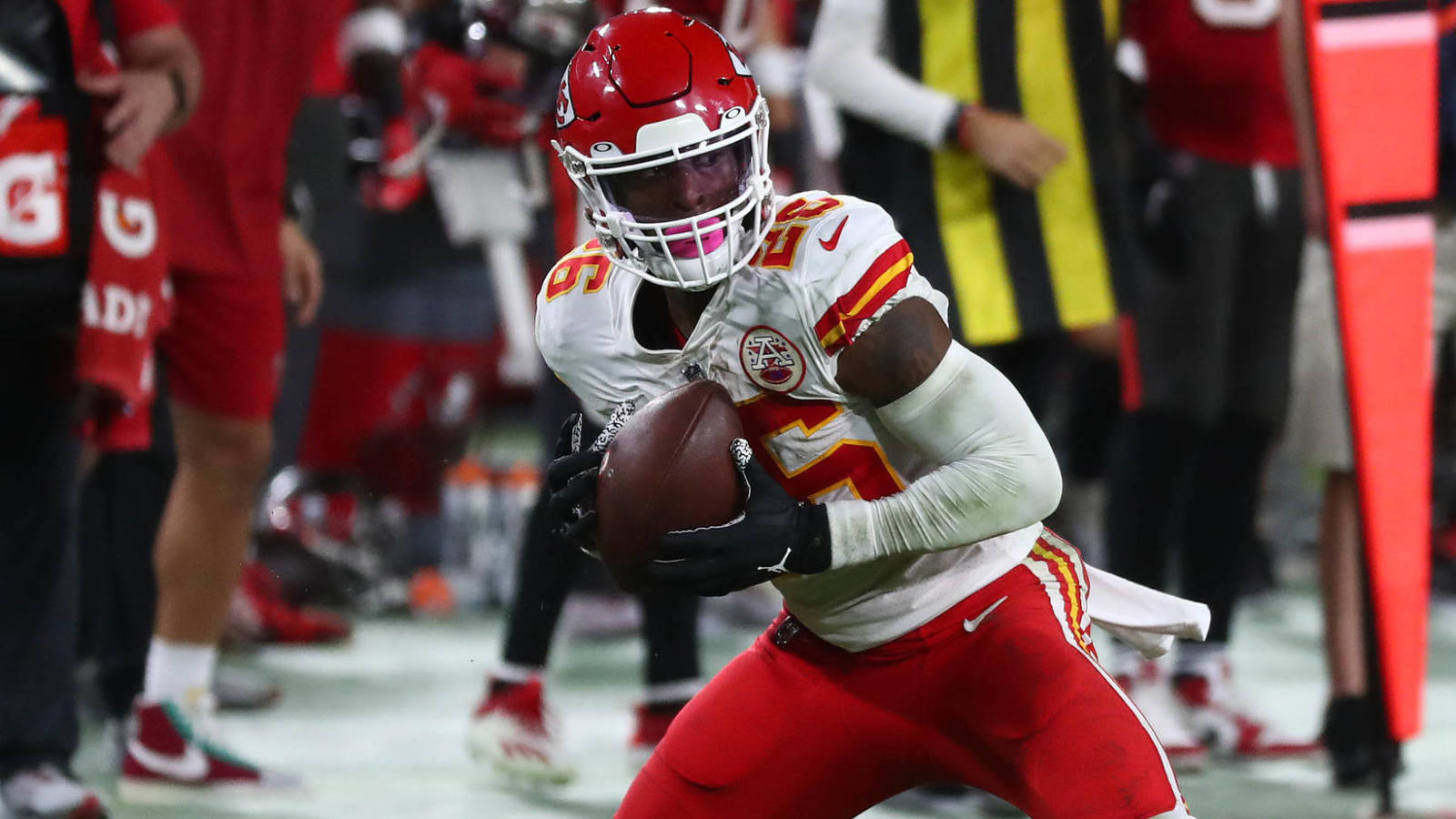 Chiefs RB Le'Veon Bell willing to box Jake Paul?