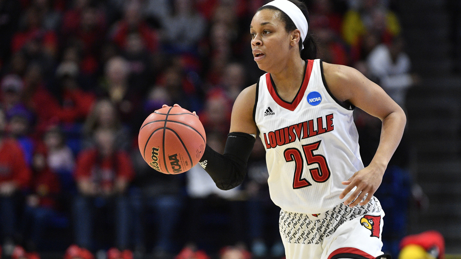 BOZICH | Louisville leads Mississippi State, 48-46, after three quarters