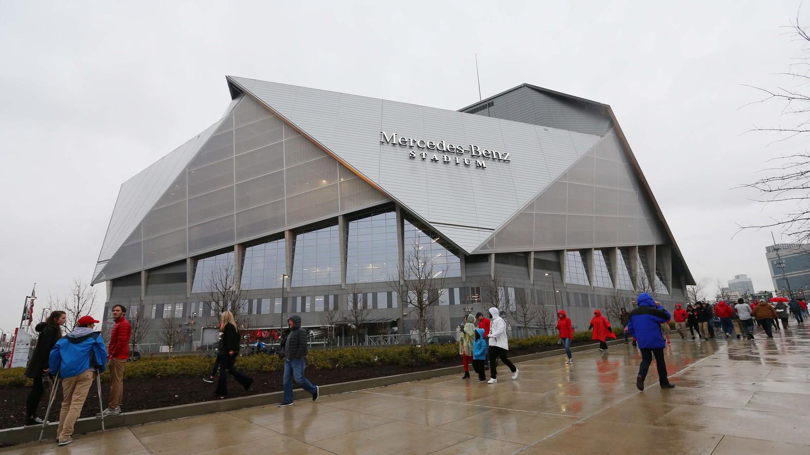 Mercedes benz stadium roof leaking before cfp title game for Mercedes benz stadium roof