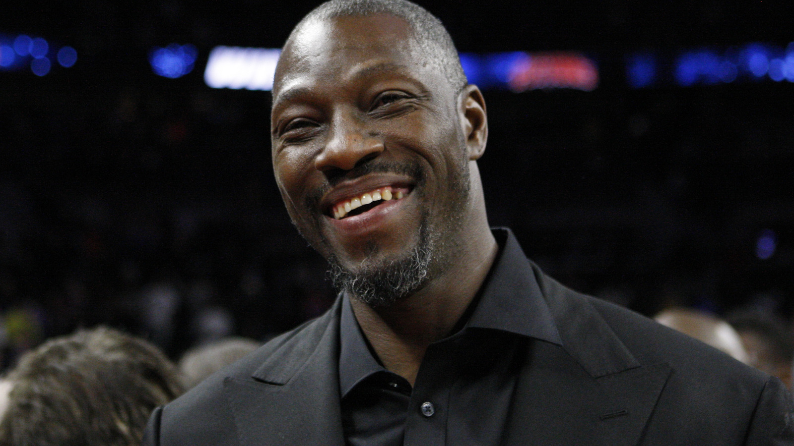 WATCH Ben Wallace personally delivers DPOY trophy to Draymond