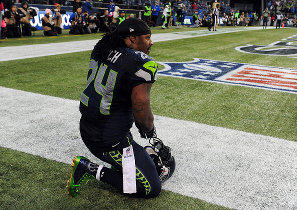Marshawn Lynch Returns Seahawks Fan 39 S Lost Wallet
