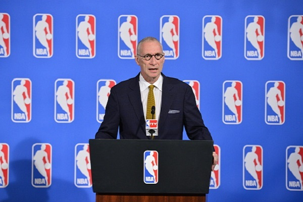 Man Cave Show Cancelled : Espn president impersonator gets radio show canceled